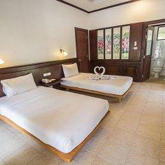 Отель Coco Palm Beach Resort сейф в номере