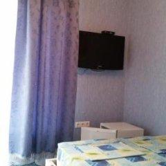 Гостиница Мини-гостиница «Золотая Рыбка» в Анапе отзывы, цены и фото номеров - забронировать гостиницу Мини-гостиница «Золотая Рыбка» онлайн Анапа комната для гостей фото 5
