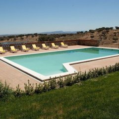 Отель Herdade Naveterra Rural Lodge & Spa бассейн
