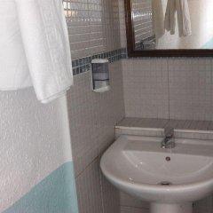 Отель Pensión Doña Lola Торремолинос ванная