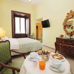 Отель Enjoy Bed And Breakfast в номере