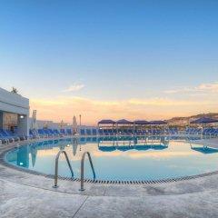 Ambassador Hotel бассейн