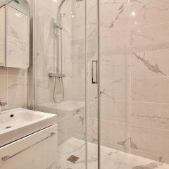 Отель 63 - Luxury Flat Champs-Élysées 1C Франция, Париж - отзывы, цены и фото номеров - забронировать отель 63 - Luxury Flat Champs-Élysées 1C онлайн ванная фото 2