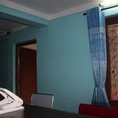 Отель Travellers Dorm Bed & Breakfast Непал, Катманду - отзывы, цены и фото номеров - забронировать отель Travellers Dorm Bed & Breakfast онлайн комната для гостей фото 5