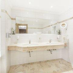 Отель Das Central – Alpine . Luxury . Life ванная фото 3