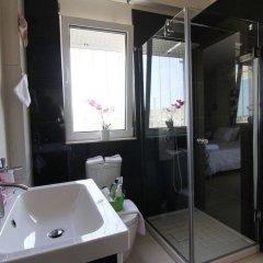 Отель Villa Abelos Греция, Галатси - отзывы, цены и фото номеров - забронировать отель Villa Abelos онлайн ванная
