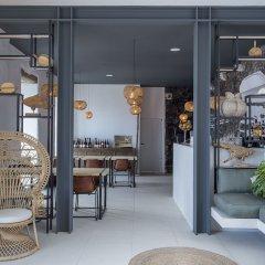 Отель White Exclusive Suite & Villas гостиничный бар