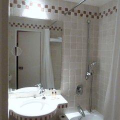 Отель Hôtel du Vieux Marais ванная фото 2