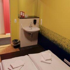 Отель HOLI-Berlin Hotel Германия, Берлин - отзывы, цены и фото номеров - забронировать отель HOLI-Berlin Hotel онлайн ванная фото 2