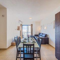 Апартаменты Seashells Self Catering Apartment Буджибба в номере