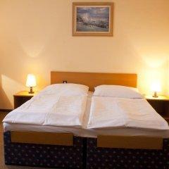 Отель EA Hotel Jasmín Чехия, Прага - - забронировать отель EA Hotel Jasmín, цены и фото номеров сейф в номере