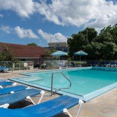 Отель Sunset Beach Studio At Montego Bay Club Resort Ямайка, Монтего-Бей - отзывы, цены и фото номеров - забронировать отель Sunset Beach Studio At Montego Bay Club Resort онлайн бассейн фото 3