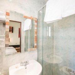 Отель Hostal La Plata Испания, Мадрид - 1 отзыв об отеле, цены и фото номеров - забронировать отель Hostal La Plata онлайн ванная фото 2