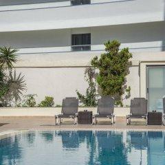 Manousos City Hotel бассейн