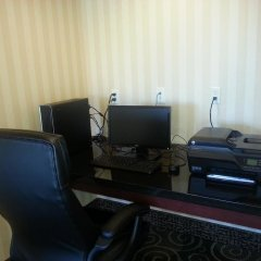 Отель Cobblestone Inn & Suites - Bloomfield интерьер отеля