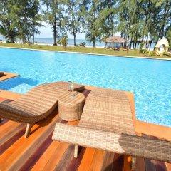 Отель Long Beach Chalet Таиланд, Ланта - отзывы, цены и фото номеров - забронировать отель Long Beach Chalet онлайн бассейн фото 2