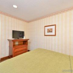 Отель Best Western Plus Raffles Inn & Suites удобства в номере