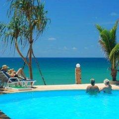 Отель Lanta Nice Beach Resort Ланта бассейн