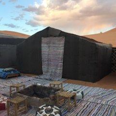 Отель Sahara Sabaku Tour Camp Марокко, Мерзуга - отзывы, цены и фото номеров - забронировать отель Sahara Sabaku Tour Camp онлайн парковка