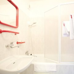 Отель Charles Central ванная
