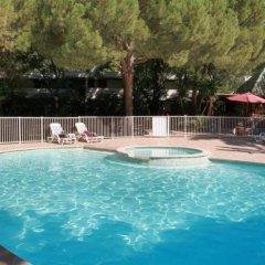 Отель Kyriad Cannes Mandelieu бассейн