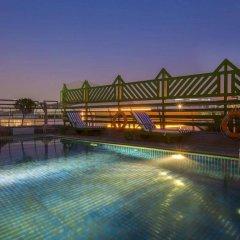 Отель MENA ApartHotel Albarsha бассейн