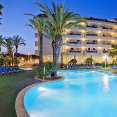 Caprici Hotel бассейн