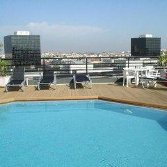 Отель Holiday Inn Lisbon Португалия, Лиссабон - 1 отзыв об отеле, цены и фото номеров - забронировать отель Holiday Inn Lisbon онлайн бассейн фото 3