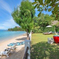 Отель The Emerald Beach Villa 4 Таиланд, Самуи - отзывы, цены и фото номеров - забронировать отель The Emerald Beach Villa 4 онлайн пляж фото 2