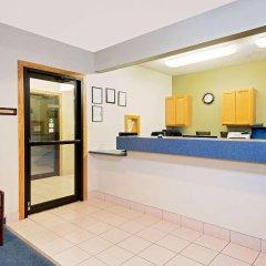 Отель Super 8 Emmetsburg интерьер отеля