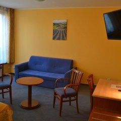 Отель Aparthotel Austria Suites комната для гостей фото 4