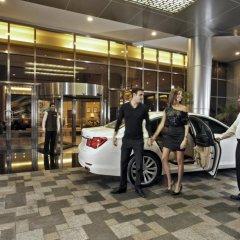 Отель Amwaj Rotana, Jumeirah Beach - Dubai парковка