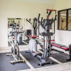 Отель Comfort Inn North Conference Center фитнесс-зал