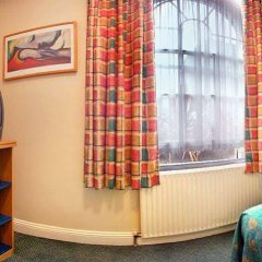 Отель Comfort Inn St Pancras - Kings Cross сейф в номере