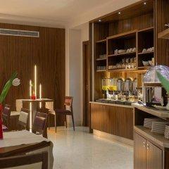 Отель Ariston Hotel Италия, Милан - 5 отзывов об отеле, цены и фото номеров - забронировать отель Ariston Hotel онлайн гостиничный бар