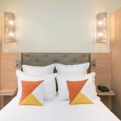 Отель Le Cardinal Париж сейф в номере