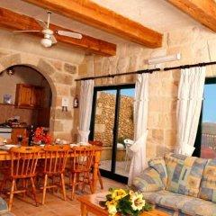 Отель Bellavista Farmhouses Gozo гостиничный бар