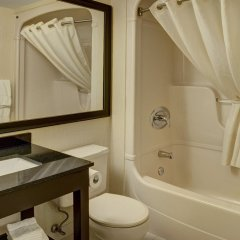 Отель Comfort Inn Ottawa East Канада, Оттава - отзывы, цены и фото номеров - забронировать отель Comfort Inn Ottawa East онлайн ванная