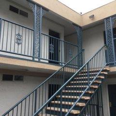 Отель Beverly Inn США, Лос-Анджелес - отзывы, цены и фото номеров - забронировать отель Beverly Inn онлайн балкон