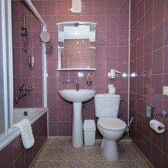 Отель Alanga Hotel Литва, Паланга - 5 отзывов об отеле, цены и фото номеров - забронировать отель Alanga Hotel онлайн ванная фото 2