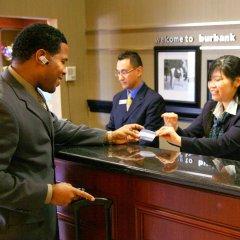 Отель Hampton Inn & Suites Los Angeles Burbank Airport Лос-Анджелес гостиничный бар