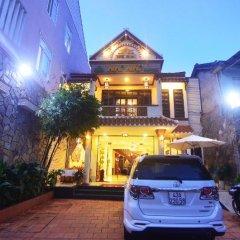 Отель Nhi Nhi Хойан парковка