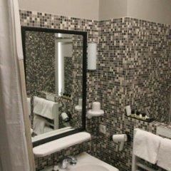 Отель Hôtel Saint-Pierre Франция, Сомюр - отзывы, цены и фото номеров - забронировать отель Hôtel Saint-Pierre онлайн ванная фото 2