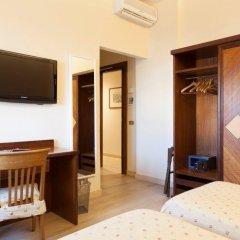 Hotel Cacciani сейф в номере