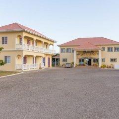 Отель Taino Cove Треже-Бич парковка