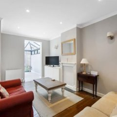 Отель 2 Bedroom House With Garden in Battersea комната для гостей фото 4