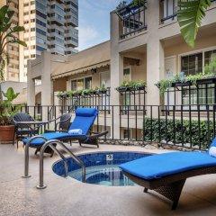 Отель Beverly Hills Plaza Hotel США, Лос-Анджелес - отзывы, цены и фото номеров - забронировать отель Beverly Hills Plaza Hotel онлайн бассейн