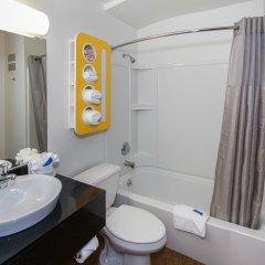 Отель Motel 6 Hollywood США, Лос-Анджелес - отзывы, цены и фото номеров - забронировать отель Motel 6 Hollywood онлайн ванная