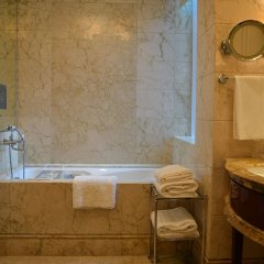 Отель The St. Regis Singapore ванная фото 2