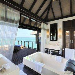 Отель Coco Bodu Hithi Мальдивы, Остров Гасфинолу - отзывы, цены и фото номеров - забронировать отель Coco Bodu Hithi онлайн ванная